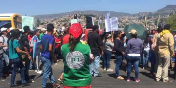 pbi-Freiwillige beobachtet eine Demonstration