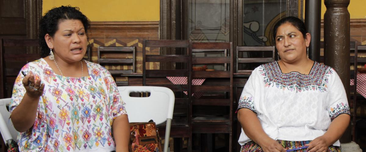 Lesbia Artola und Imelda Teyul