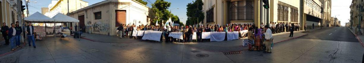 CCDA besetzt die Straße vor dem Präsidentenpalast
