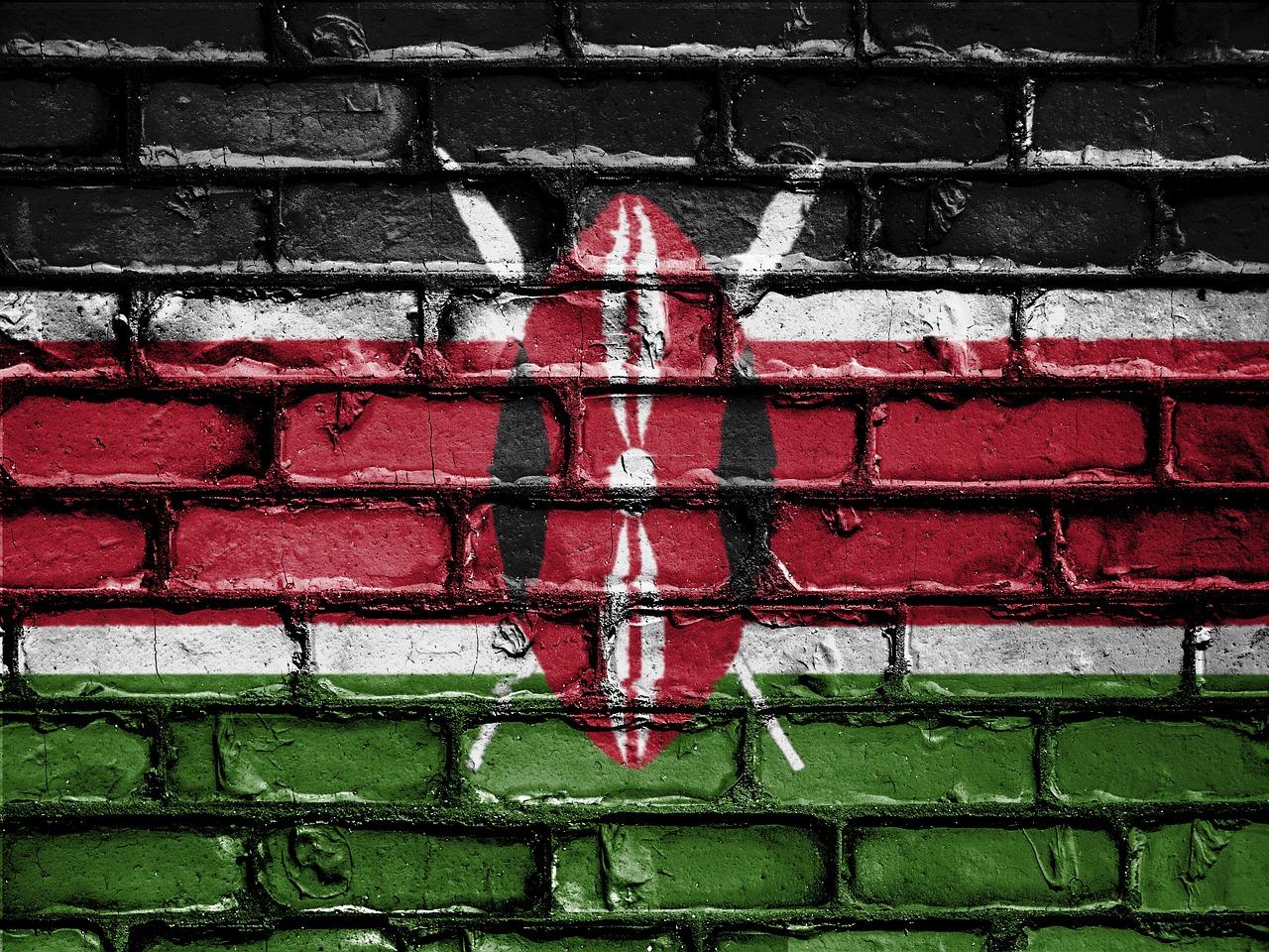 Flagge Kenias auf Häuserwand